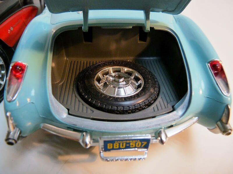 Chevrolet Corvette - 1957 - BBurago 1/18 ème Chevy_17