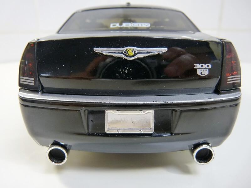 Chrysler 300c Dub édition - 2005 - Jada Toys 1/18 ème Chrys_12