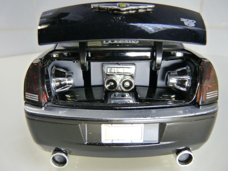 Chrysler 300c Dub édition - 2005 - Jada Toys 1/18 ème Chrys_15