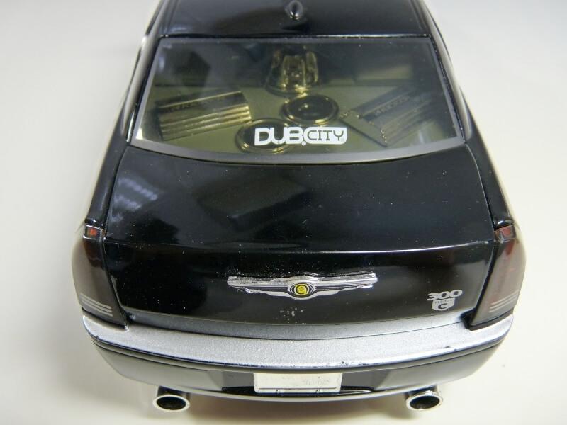 Chrysler 300c Dub édition - 2005 - Jada Toys 1/18 ème Chrys_18