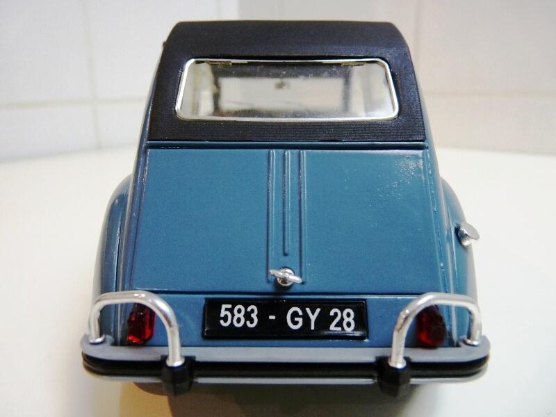 Citroën 2 chevaux 1966 - Solido 1/17 ème Citro124
