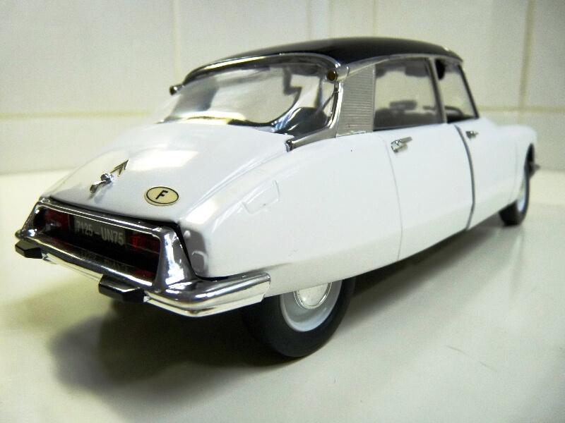 Citroën DS 19 - 1963 - Solido 1/18 ème Citrod23