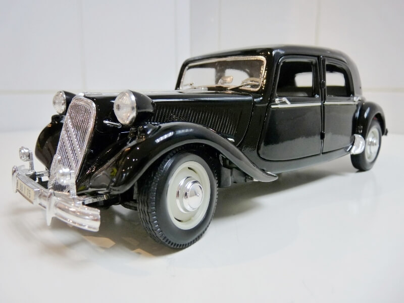 Citroën Traction 15cv 6cyl - 1952 - Maisto 1/18 ème Citrot23