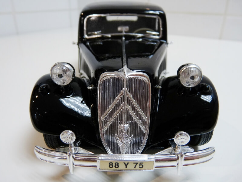 Citroën Traction 15cv 6cyl - 1952 - Maisto 1/18 ème Citrot24