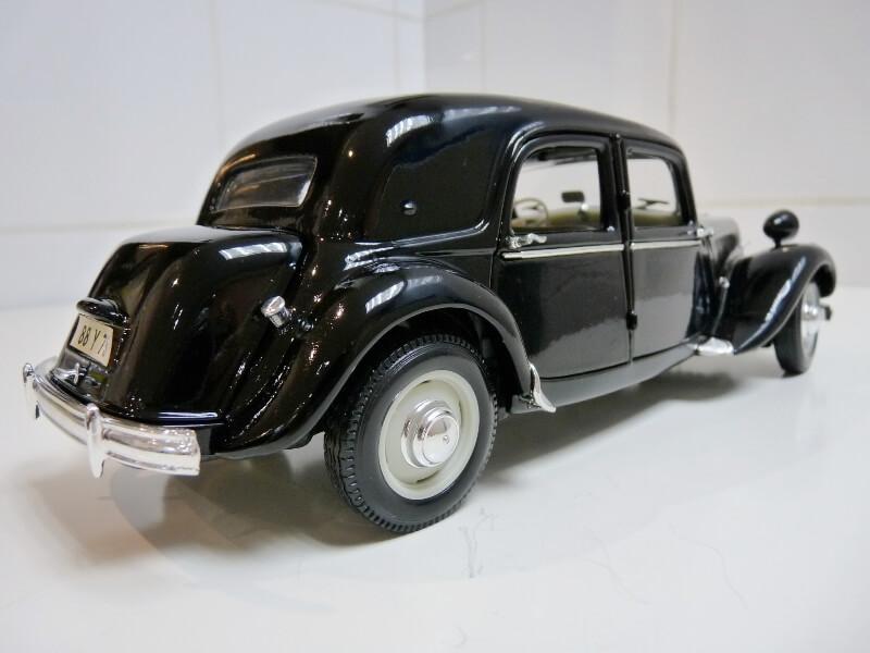 Citroën Traction 15cv 6cyl - 1952 - Maisto 1/18 ème Citrot25