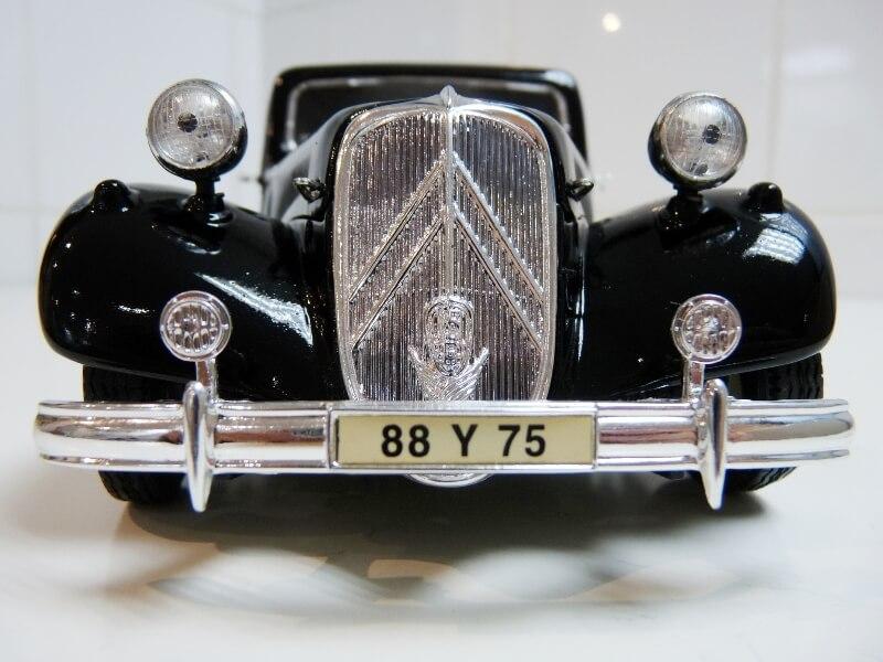 Citroën Traction 15cv 6cyl - 1952 - Maisto 1/18 ème Citrot26