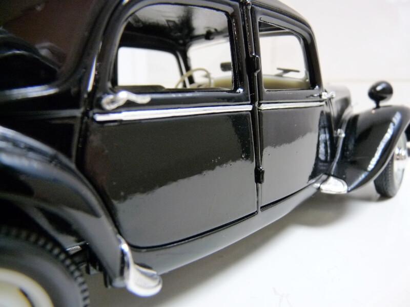 Citroën Traction 15cv 6cyl - 1952 - Maisto 1/18 ème Citrot36