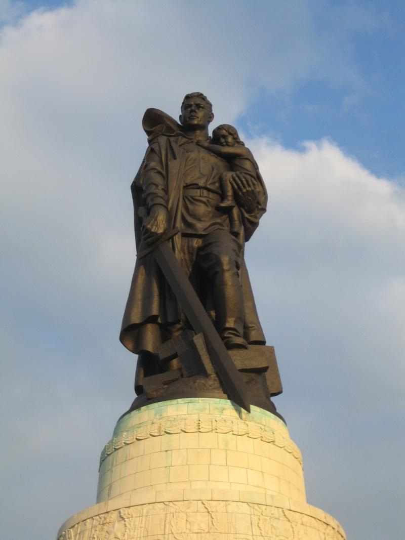 Mémorial soviétique à Berlin, RDA - Allemagne Soviet12