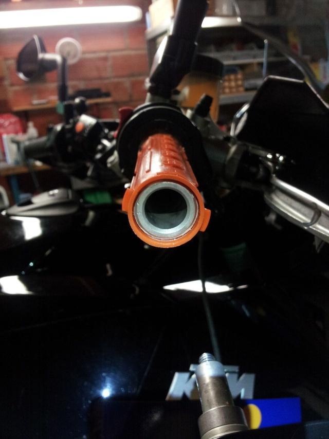 Montage poignée RC8 avec poignée chauffante KTM 1010