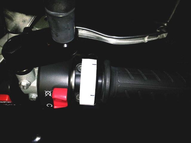 Montage poignée RC8 avec poignée chauffante KTM 111