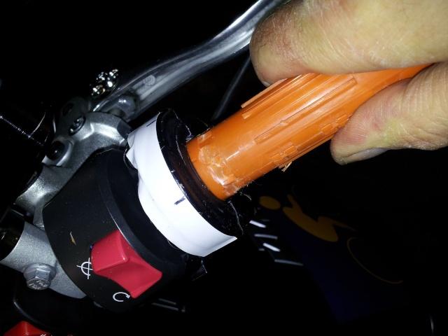 Montage poignée RC8 avec poignée chauffante KTM 810