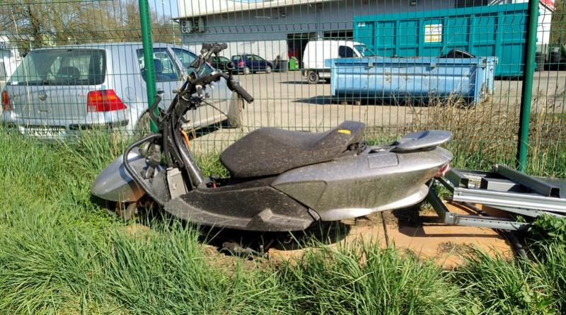 scooter ou jet-ski Img_2074