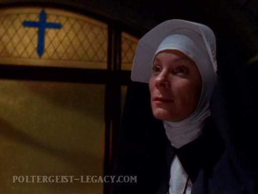 сестра Ингрид в исполнении Камил Митчелл