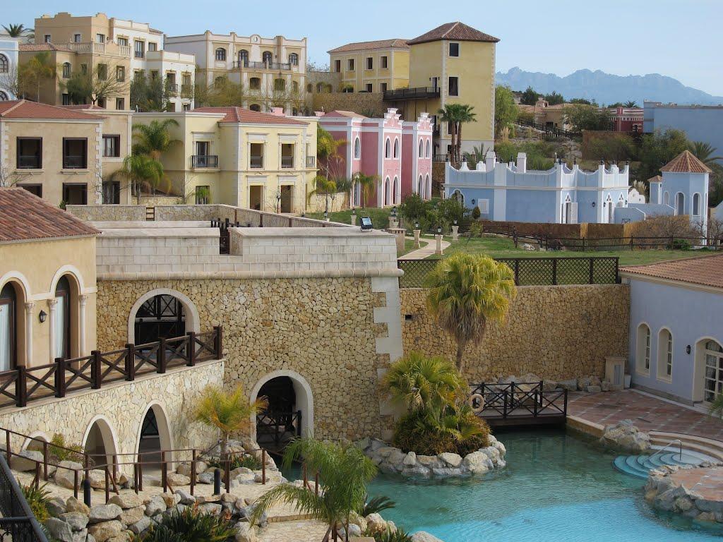 L'impressionnant village-hôtel Meliá Villaitana, Benidorm (Espagne) 69098410