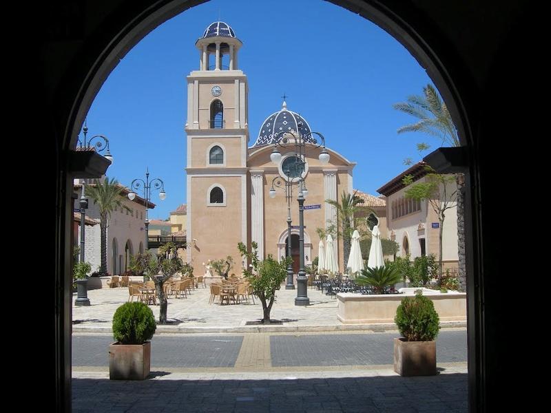 L'impressionnant village-hôtel Meliá Villaitana, Benidorm (Espagne) 76136910
