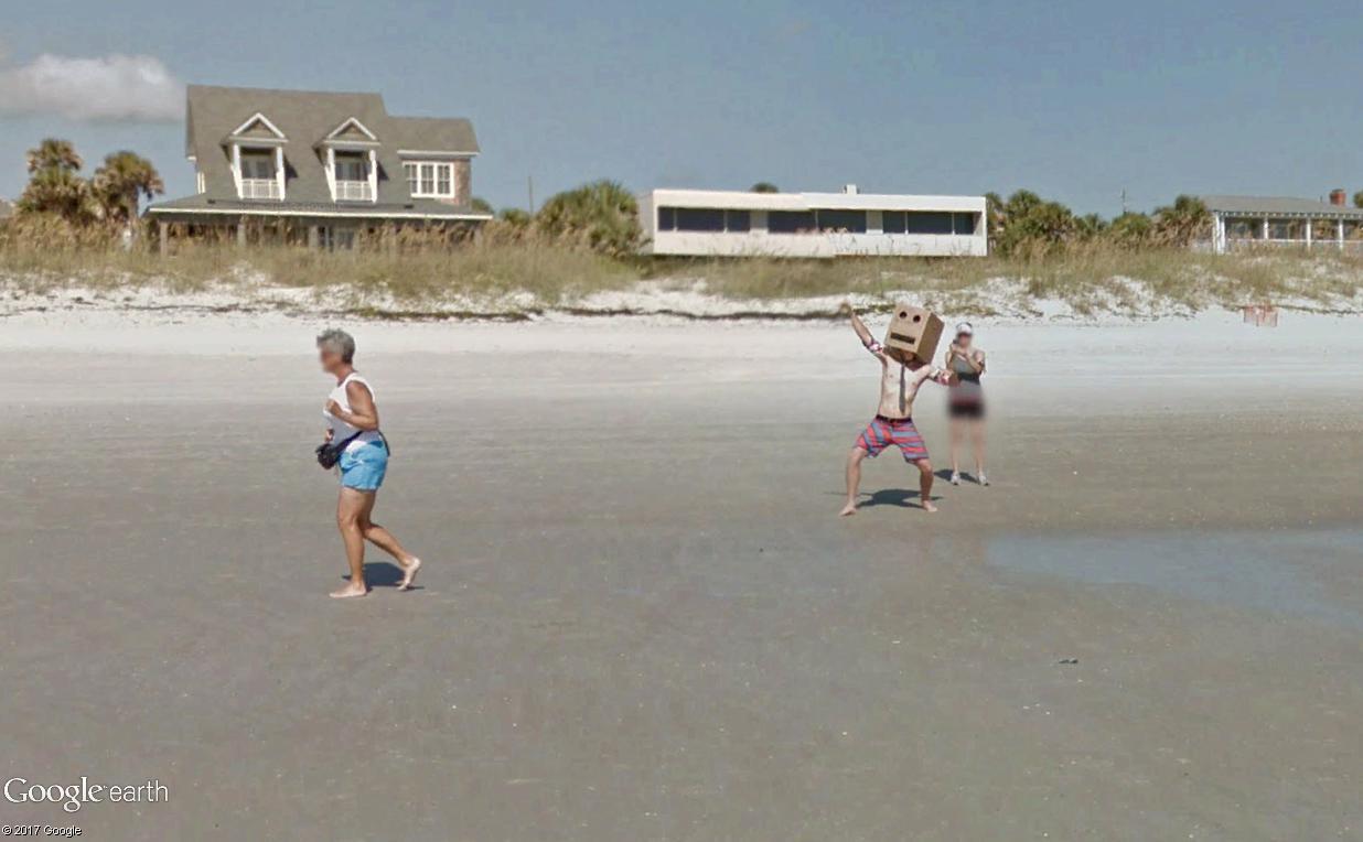 STREET VIEW : un étrange surfeur attend la vague à Atlantic Beach, Floride Atlant15