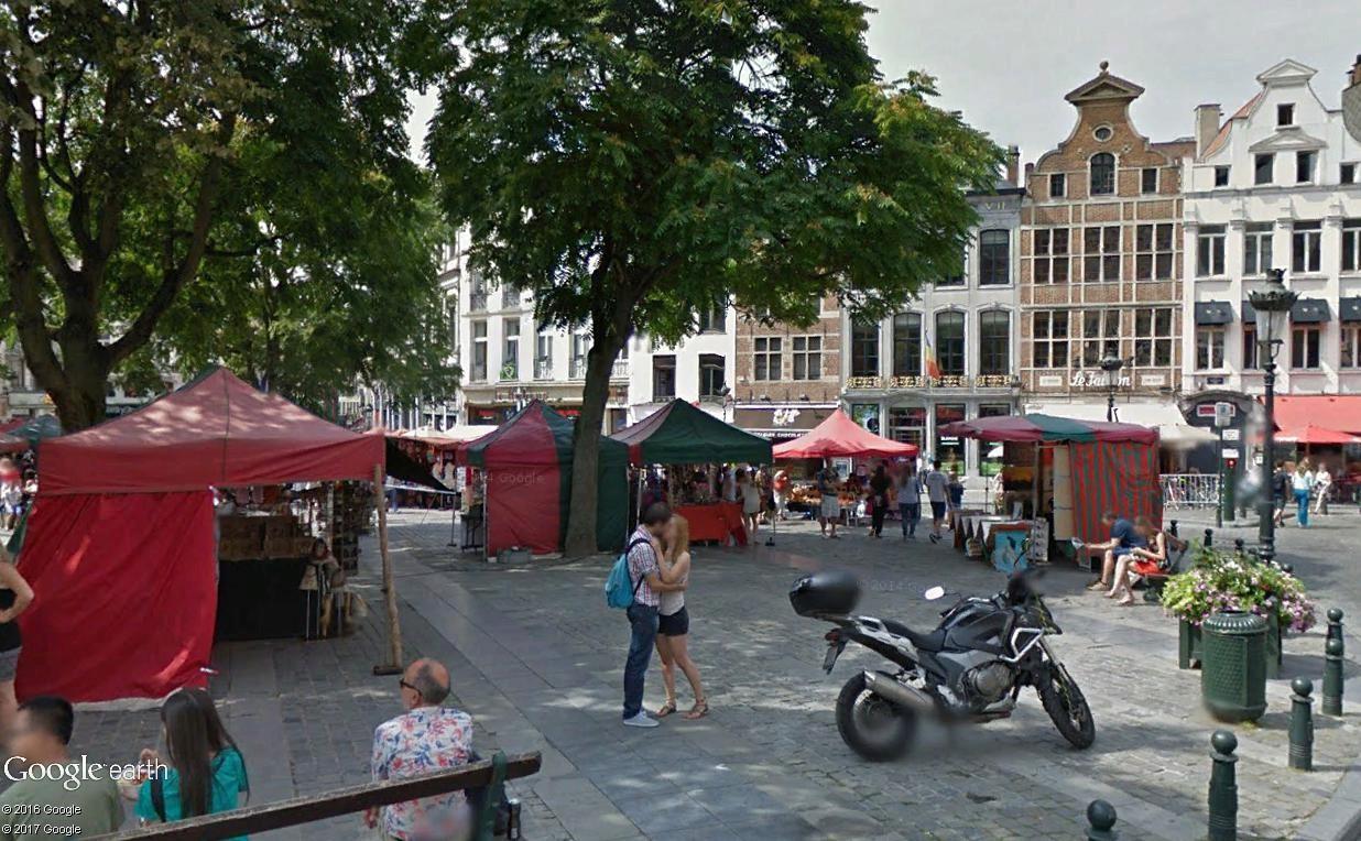 """STREET VIEW : embrassez-vous ... vous êtes photographiés ! (Répliques de la photo """"Le baiser de l'Hôtel de Ville"""" de Robert Doisneau) - Page 2 Bruxel10"""