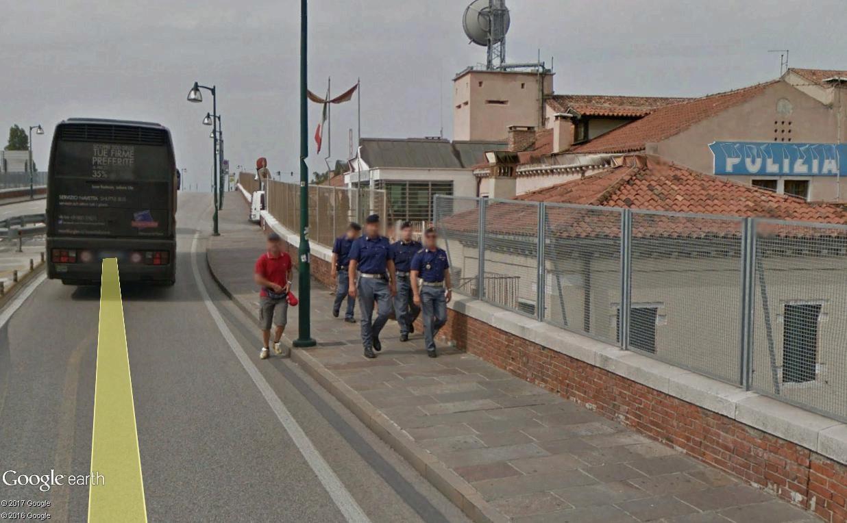 "STREET VIEW : ""Nous sommes les carabiniers..."" Carabi10"