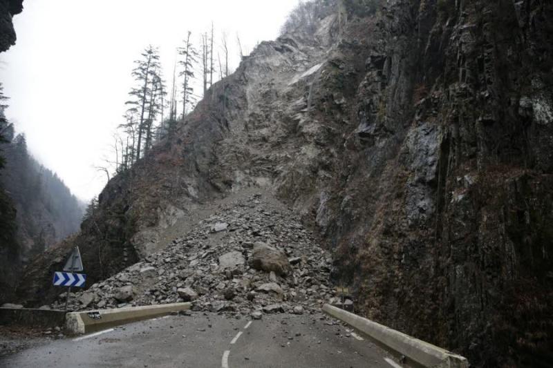 La route des Gorges de l'Arly (Savoie), route la plus chère de France Le-dl-12