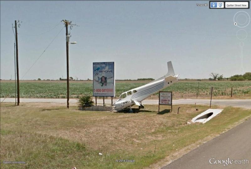 [STREET VIEW] Une école de parachutisme qui sait se faire remarquer, à San Marcos, Texas Skydiv11