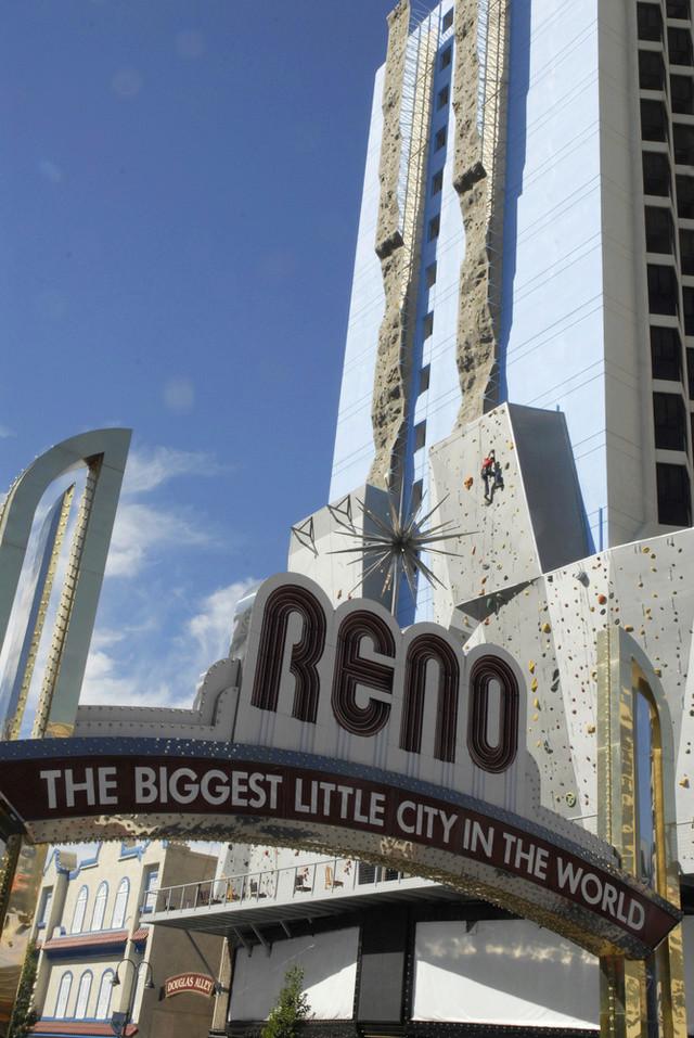 Un mur d'escalade XXL à Reno (Nevada) Slide_10