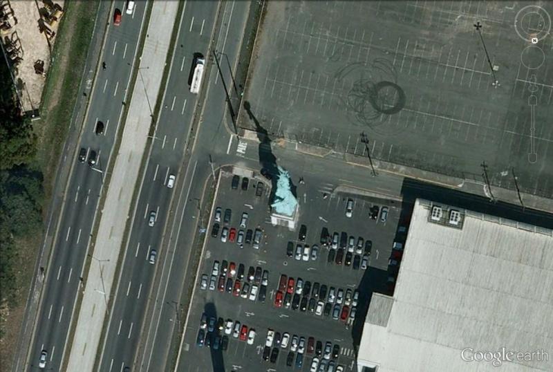Statue de la Liberté = les répliques découvertes grâce à Google Earth - Page 5 Statue10
