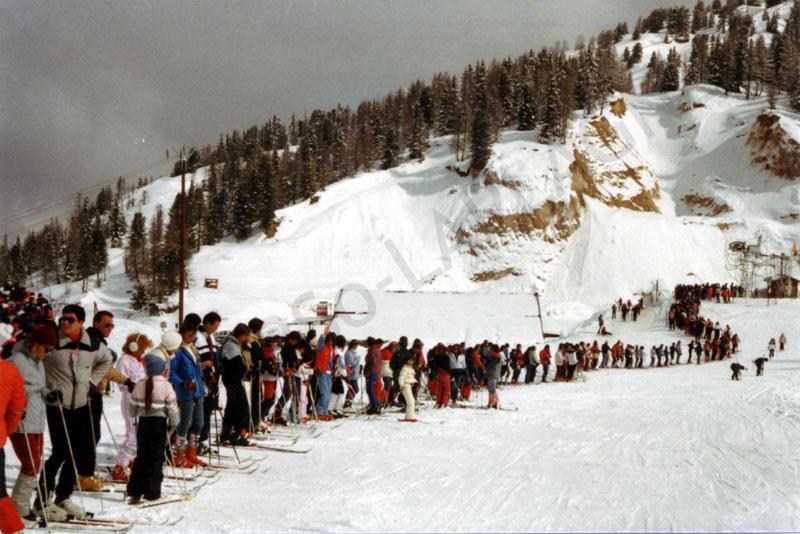 A la queue leu leu : les files d'attente humaines les plus longues Sur_le10