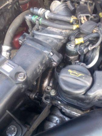 [ Citroën xsara picasso  1.6 HDI 110 an 2004 ] fuite d'huile aux injecteurs Img_2010