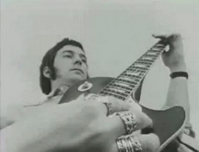 Les 1000 visages d'Eric Clapton - Page 6 Img_1510