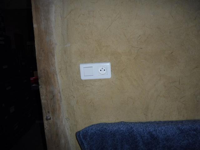 prises murales implanté en hauteur P1080410