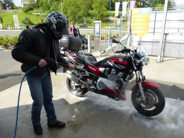 Les aventures de Tito dans le monde de la moto :) - Page 5 P1020410