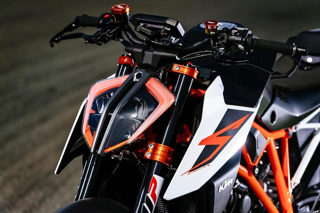 KTM 1290 Super Duke  017-kt10