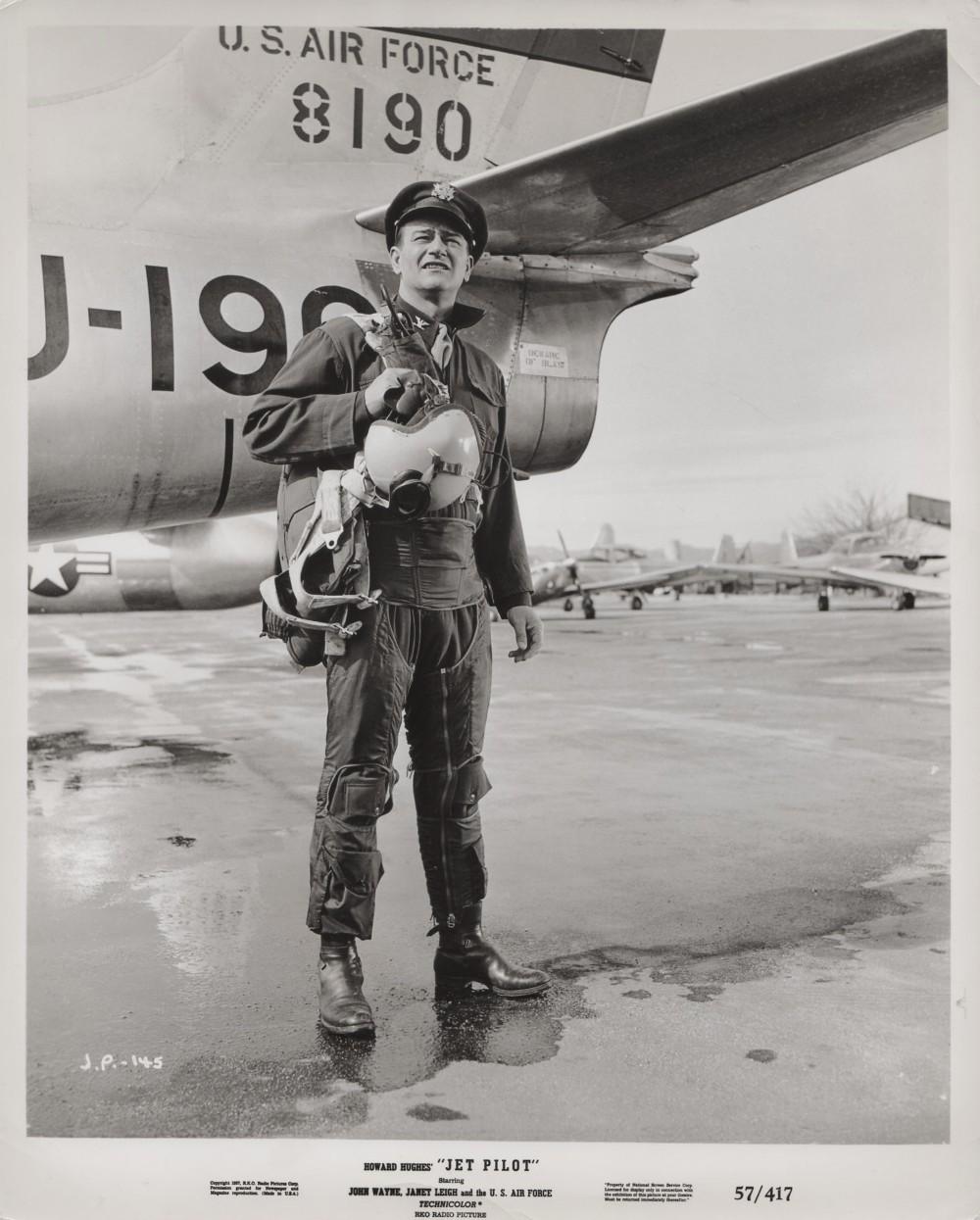 Les espions s'amusent - Jet pilot - 1957 - Page 3 Wayn1044