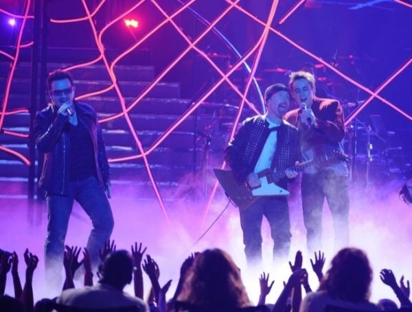 [U2&US] Bono & Spider-Man Bono11