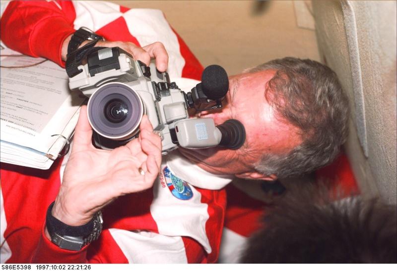 Appareils photos et caméras utilisés dans l'espace  - Page 4 S86e5310