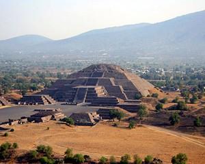 Homero Aridjis [Mexique] - Page 2 Pyrami10