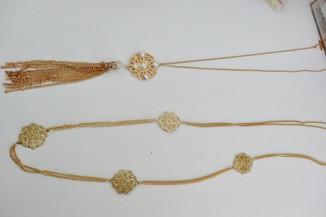 accessoires divers: Sautoires, boucles d'oreilles, bracelets, bijou de cheveux.. Dsc01112