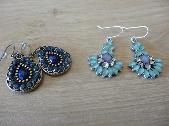 accessoires divers: Sautoires, boucles d'oreilles, bracelets, bijou de cheveux.. Dsc01117