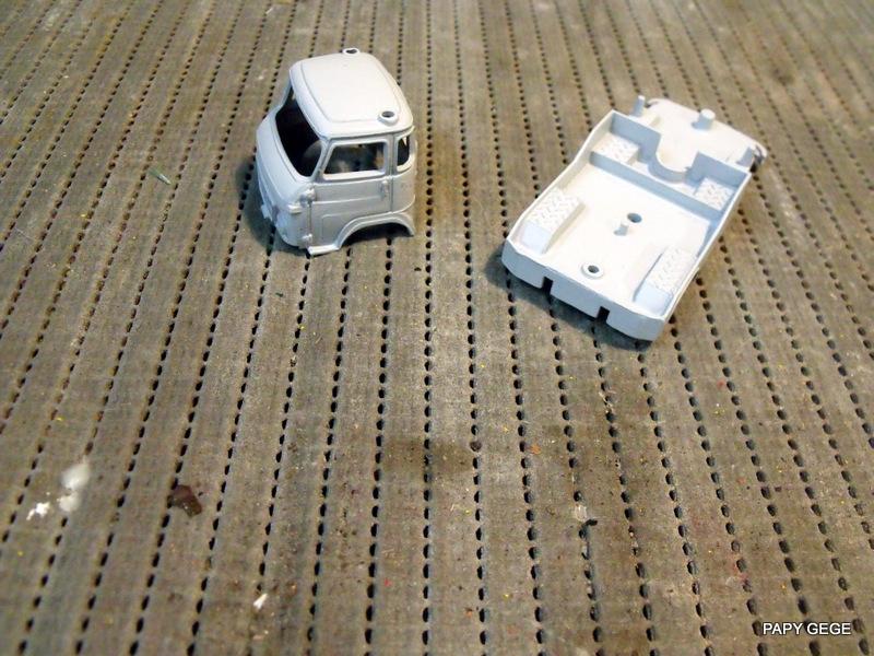 Tracteur de piste base Saviem 4x4 au 1/50 01-dsc16