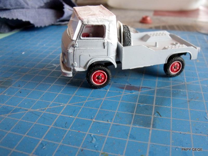 Tracteur de piste base Saviem 4x4 au 1/50 10-dsc16