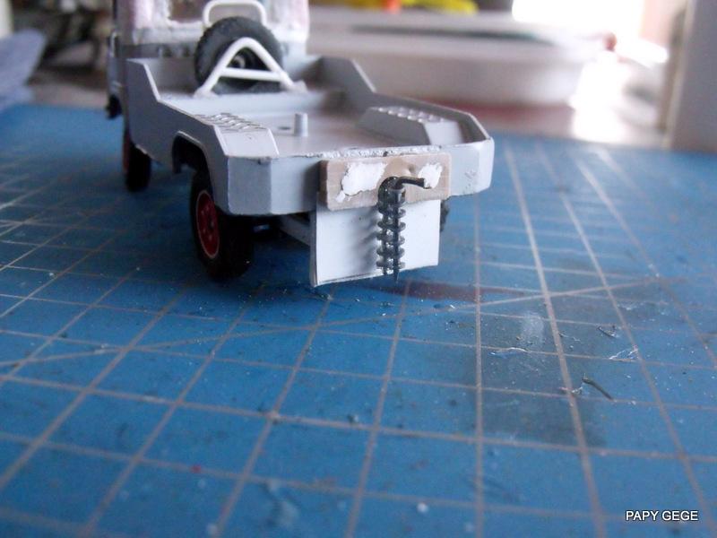 Tracteur de piste base Saviem 4x4 au 1/50 12-dsc16