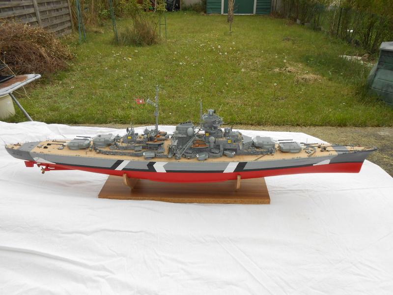 Cuirassé Bismarck au 1/200 Dscn7511
