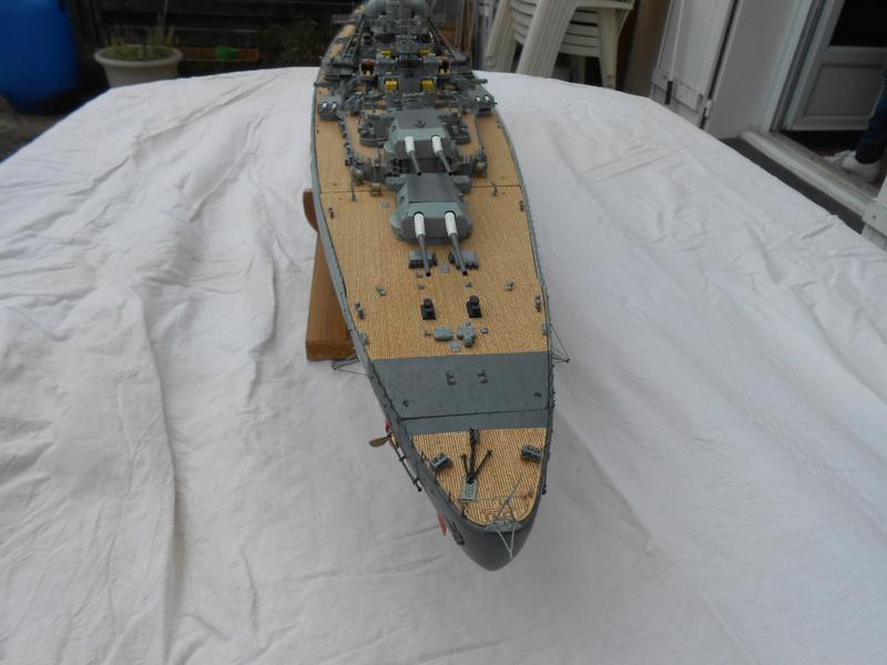 Cuirassé Bismarck au 1/200 Dscn7513