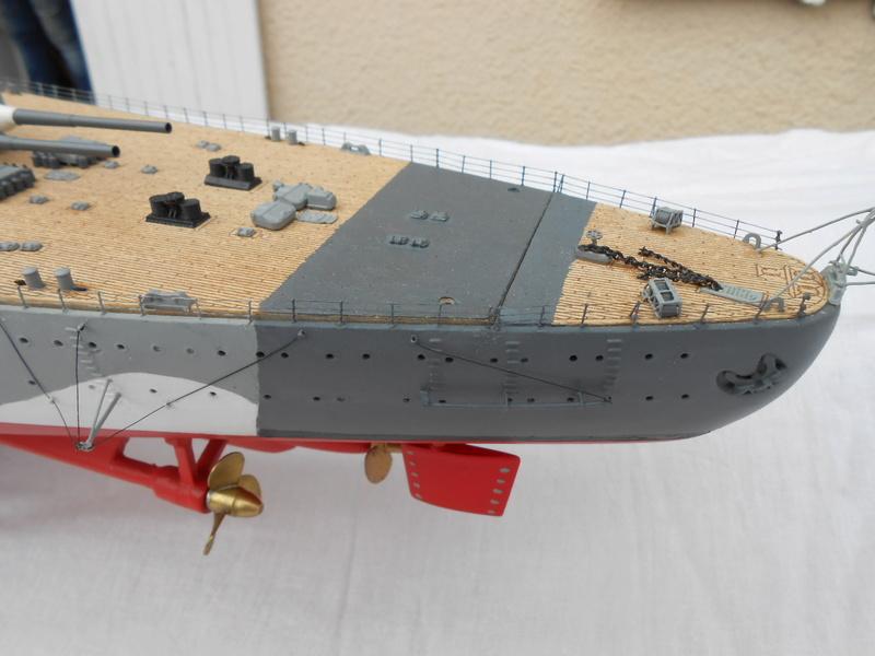 Cuirassé Bismarck au 1/200 Dscn7514