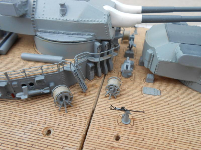 Cuirassé Bismarck au 1/200 Dscn7516