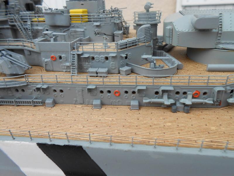 Cuirassé Bismarck au 1/200 Dscn7517