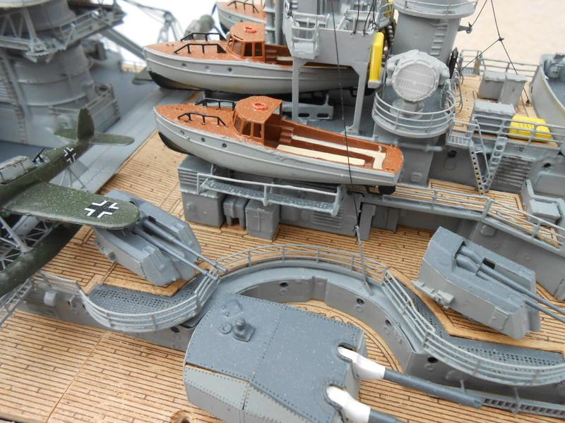 Cuirassé Bismarck au 1/200 Dscn7518