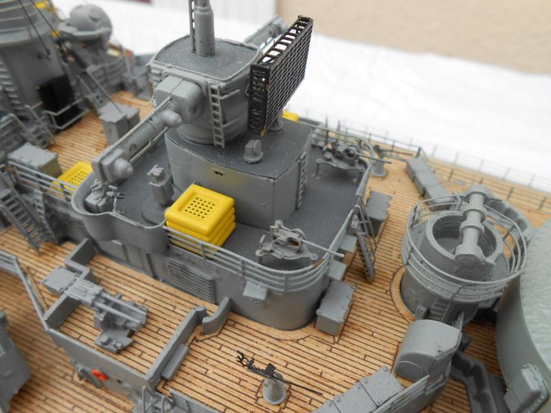 Cuirassé Bismarck au 1/200 Dscn7519