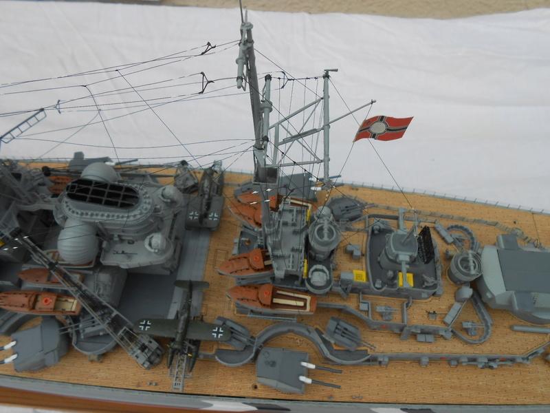 Cuirassé Bismarck au 1/200 Dscn7520