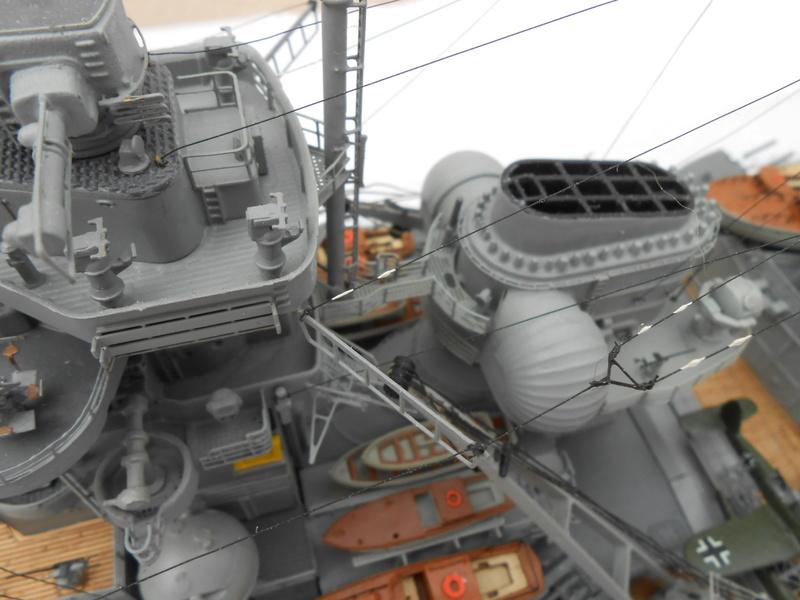 Cuirassé Bismarck au 1/200 Dscn7521